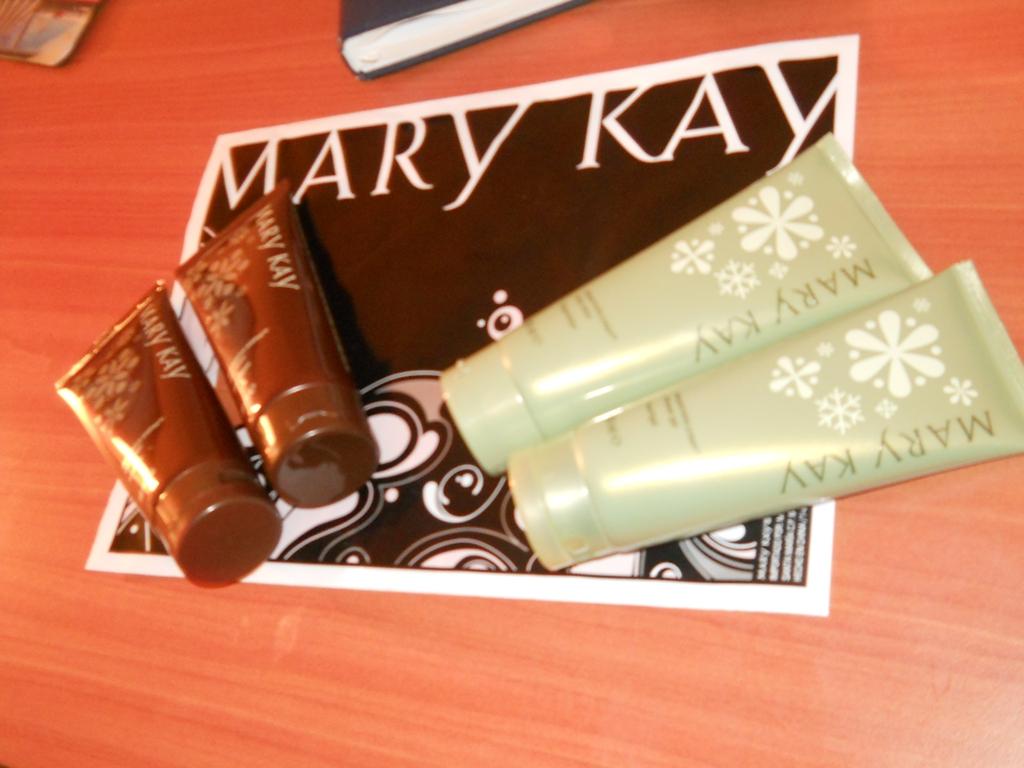 Castiga 2 seturi pentru ingrijirea corpului de la Mary Kay