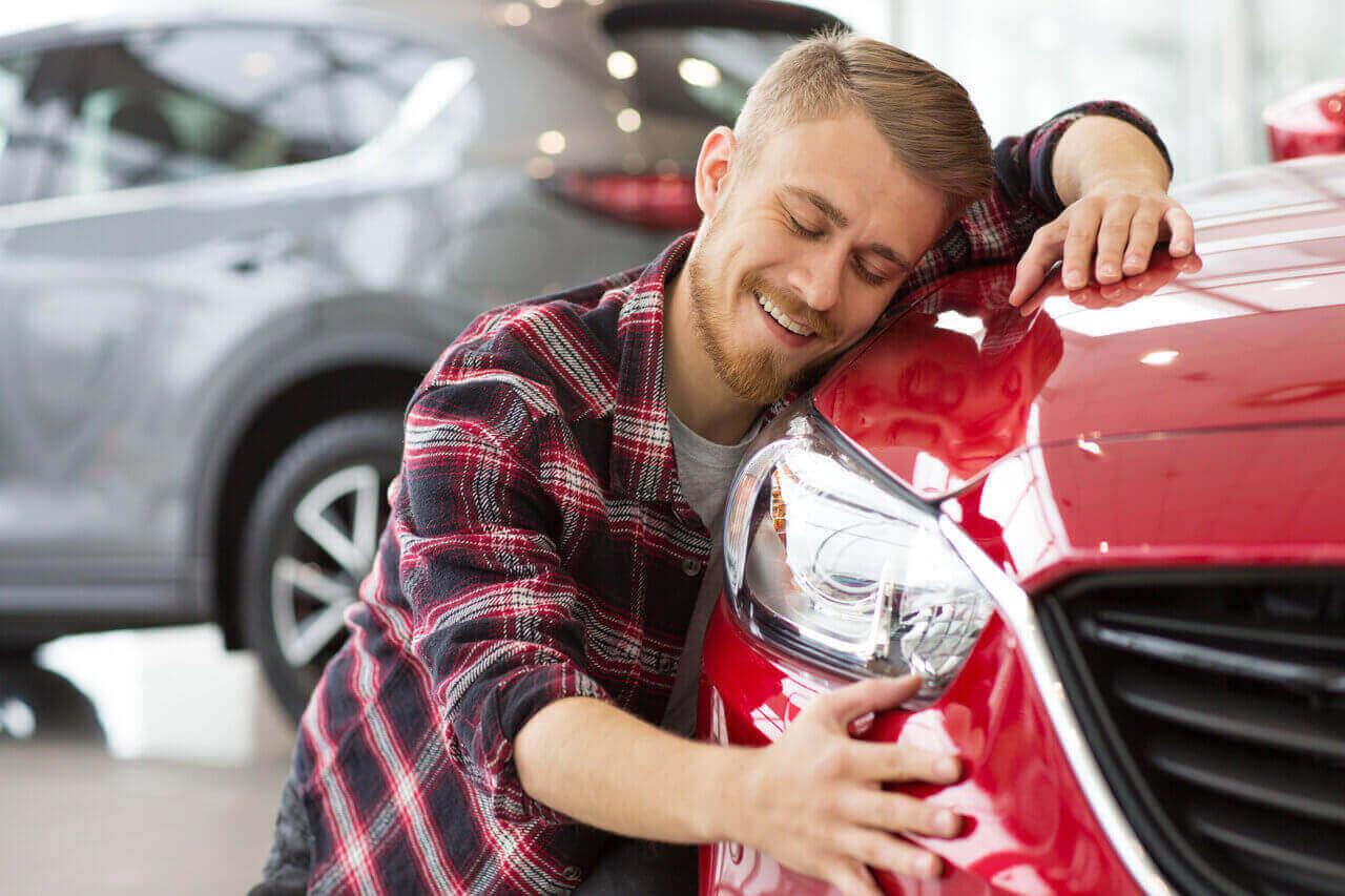Iată 7 semne că-ți iubești mașina un pic mai mult decât este normal!